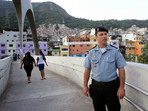 Major Edson Santos, que comandava UPP da Rocinha, é um dos dez PMs indiciados Domingos Peixoto / Agência O Globo