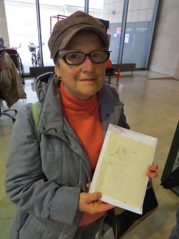 """Catherine Laoue: """"não sabia o que fazer com as histórias contidas aqui"""""""